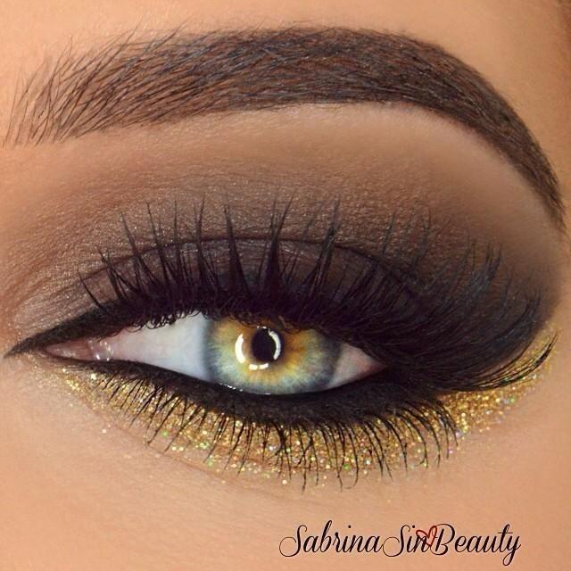 Smoke and gold glitter eyeshadow #eye #makeup #eyes #eyeshadow #smokey
