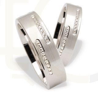 Obrączki ślubne z białego złota z diamentami/ Wedding rings made from white gold with diamonds / 2196 PLN / #gold #jewellery #jewelry #wedding_rings #bizuteria #obraczki_slubne