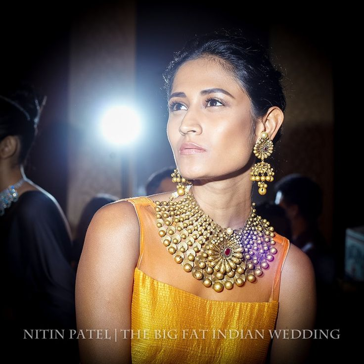Gorgeous jhumka (umbrella style) earrings and matte gold necklace - what a maharani should have | Shree Raj Mahal Indian Jewelry | India Couture Week 2014