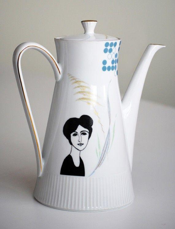 lovely screenprinting on vintage teapot