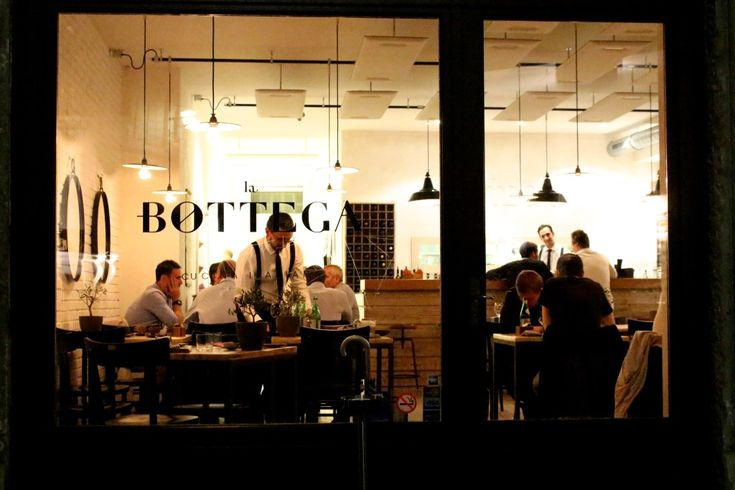 The restaurant everyone is talking about in Geneva is definitely La Bottega. Why? Because it has charmed it guests with a unique and refined Italian cuisine and has also charmed the famous Michelin Guide experts that gave them a One Michelin star  4 months after their opening.