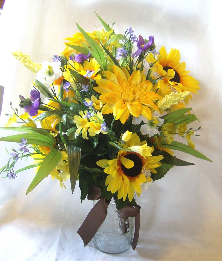 Sunflower cosmos and dahlia centerpiece alter flowers