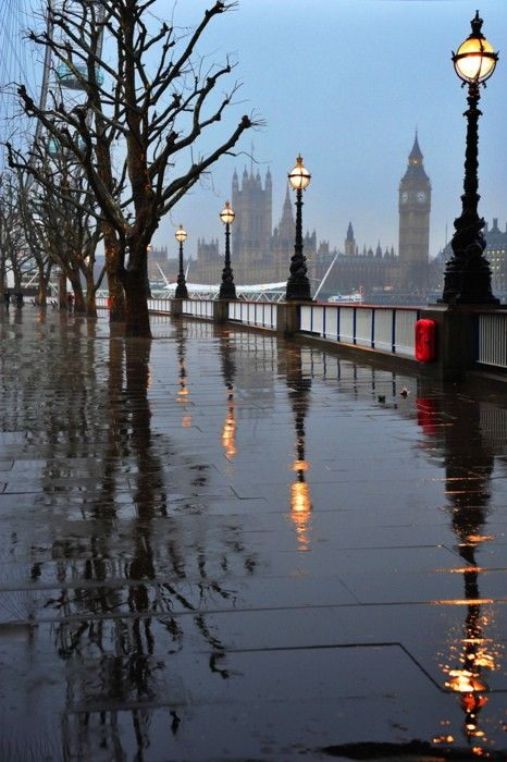 bluepueblo:  Rainy Day, London, England photo via sandy