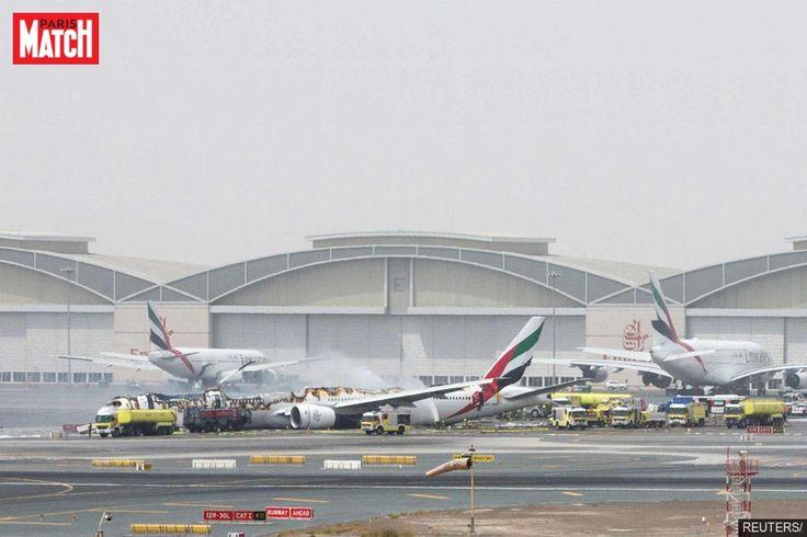 Un Boeing 777 de la compagnie Emirates a raté son atterrissage mercredi à Dubaï. Un sapeur-pompier est décédé durant les…