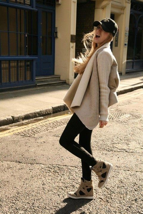 Cap, skinny jeans, cozy knit & wedge sneakers