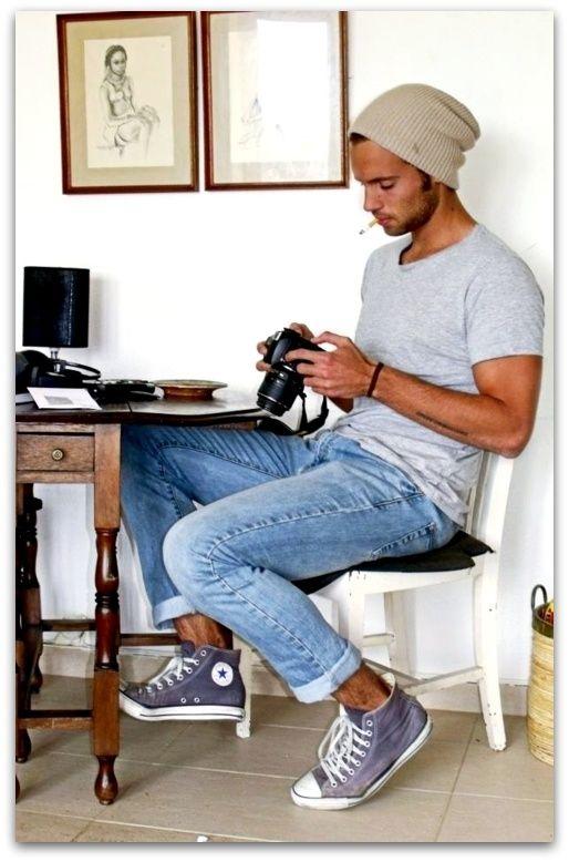 Faded jeans. Cap. Grey t shirt. Converse.