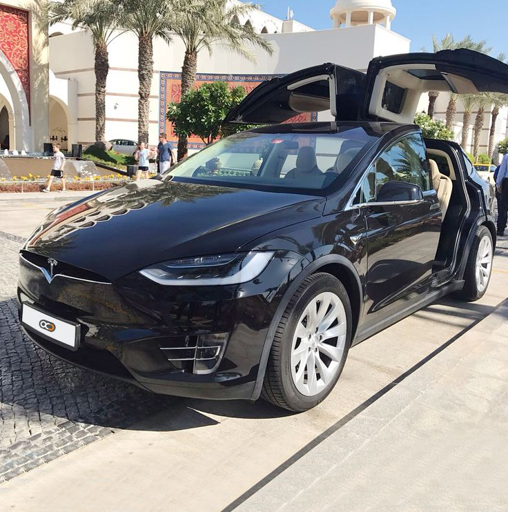 Drive theTesla Model X in Dubai 😎🇦🇪 for only AED 2000/ Day
