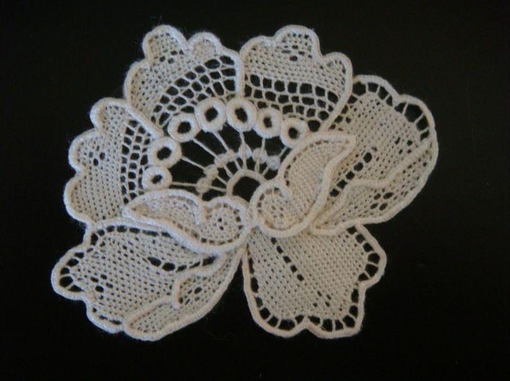 Needle lace (point de gaze) flower