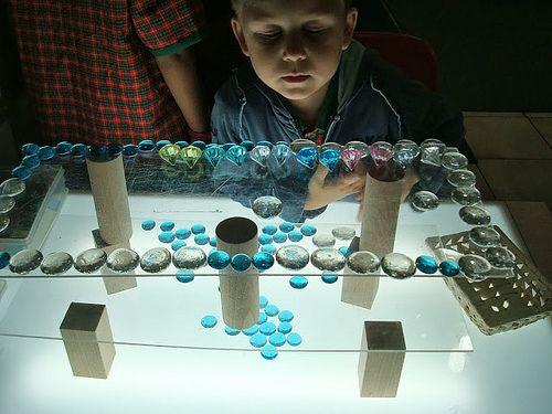 Glass pebbles, plexy glass, blocks, light table….照片库 - EtonHouse International Preschool Hong Kong ≈≈