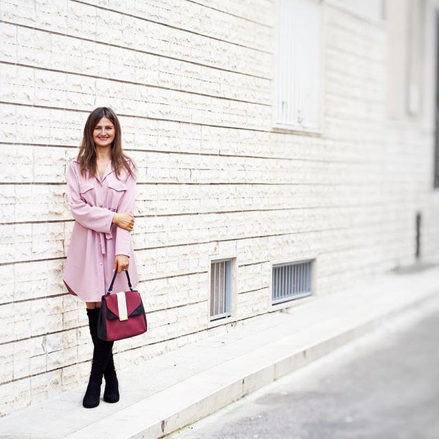 My way to start a week: with a big happy smile. A wish you all a great week! #gabriela #happy #smile #monday #overthekneeboots #fashionblogger #avon #pink #tojade #jumperdress