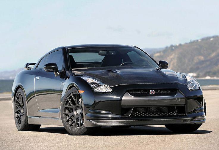 Nissan GT-R 2011 model  engine power : 1500 hp  good design also