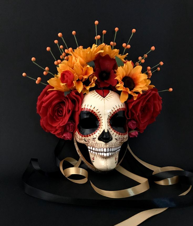 ‼️ *********Available ********** Catrina with sunflowers is a Day of the Dead inspired mask with rich colors and many hand painted details. The base of this mask is hand made with paper mache Spooky Halloween, Halloween Vintage, Cool Halloween Makeup, Couple Halloween, Halloween Masks, Halloween Wreaths, Halloween Signs, Homemade Halloween, Monster Party