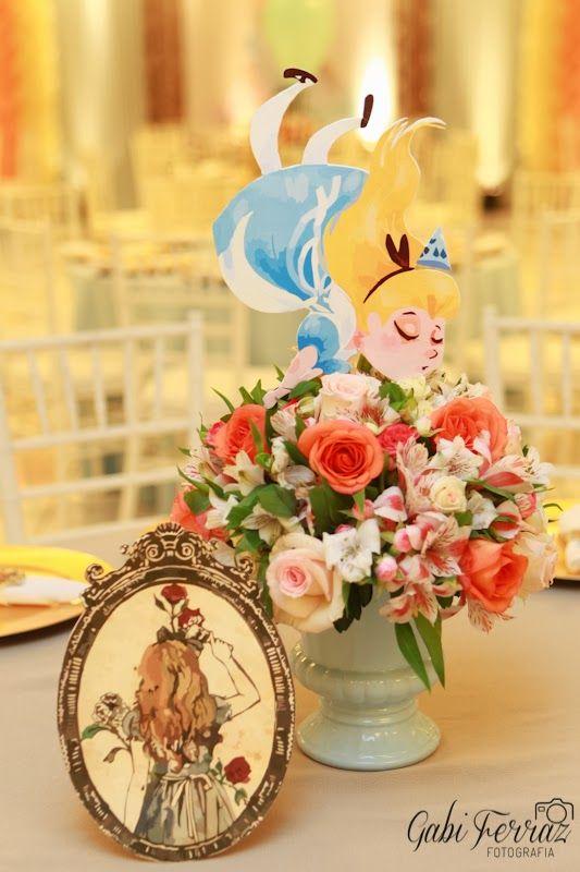 Centro de mesa para festa infantil Alice no país das Maravilhas.