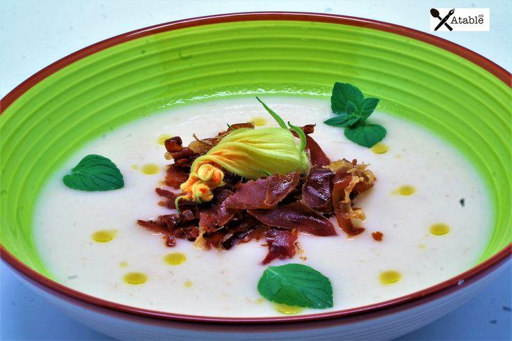 Crema de calabacín, berenjena blanca y crujientes de jamón