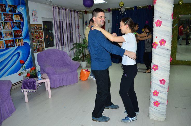 http://www.lotusdance.ro/cursuri-de-dans-adulti/