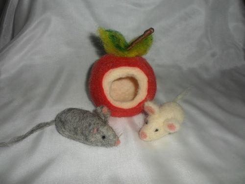 Apfelmäuschen 2 Mäuschen Märchenwolle Waldorf Handarbeit!!! Unikat!!!!   eBay