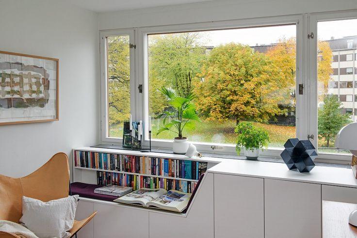 Szwecja, Mieszkanie w bloku, Inspiracja lata 70-te, BIBLIOTEKA, miejsce do czytania książek.