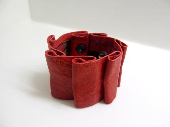Rose Meander Leather Pleated Bracelet by kleoxirou on Etsy, €20.00
