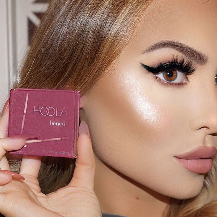 "Jade Marie on Instagram: ""DO THE HOOLA Best bronzer from @benefitcosmetics for contouring the cheekbones • forehead • & jawline  chiseling perfection #benefit #benefitprettycommittee #hoolastateofmind"""