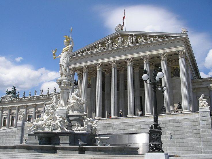 Parlament Vienna June 2006 183 - Klassizismus