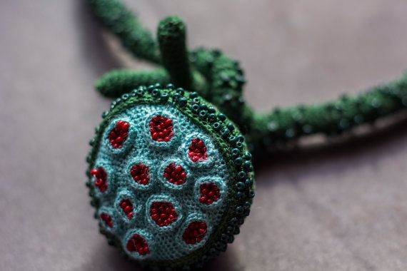 les 25 meilleures id es de la cat gorie collier au crochet sur pinterest bijoux en crochet. Black Bedroom Furniture Sets. Home Design Ideas