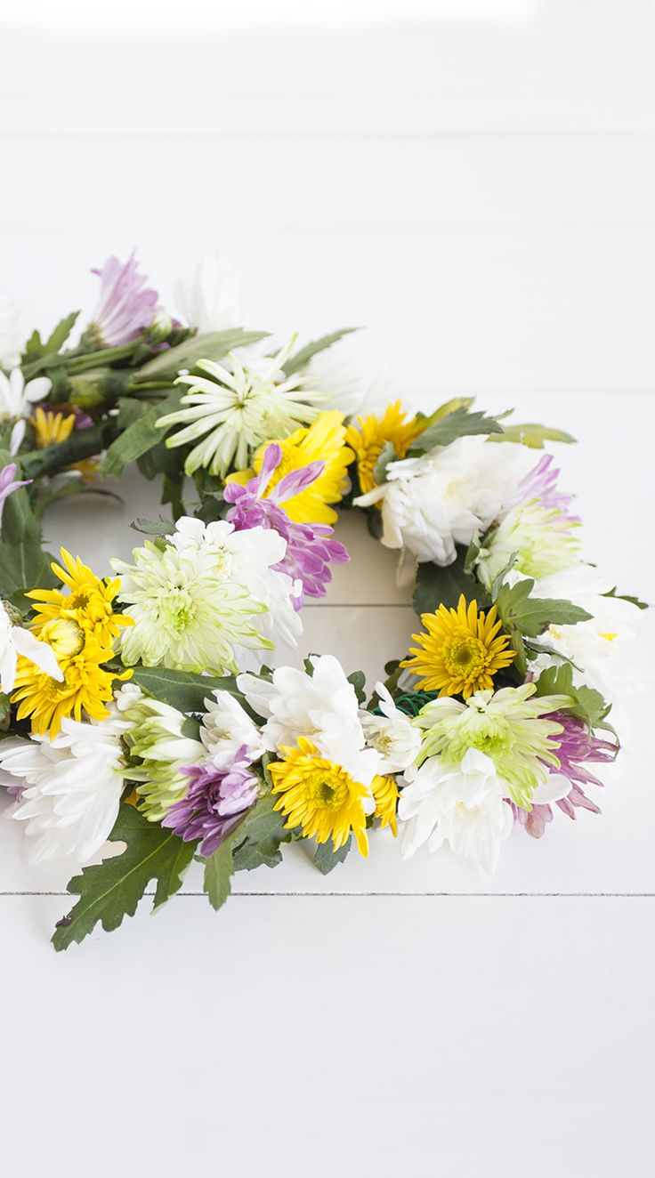 We're celebrating the Swedish Midsummer with these gorgeous DIY Flower Crowns - perfect for festival / summer style