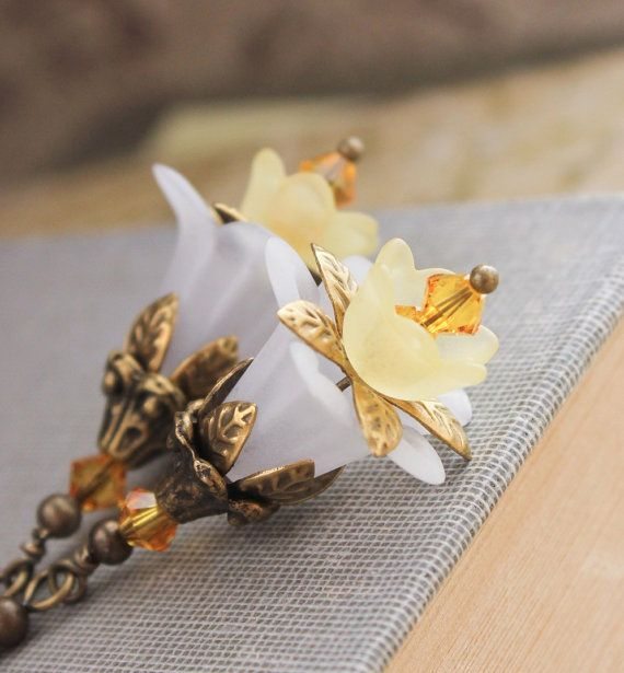 Daffodil Earrings White and Yellow Floral Jewelry Yellow Flower Dangle Earrings Botanical Jewelry Spring Jewellery Lucite Floral Earrings