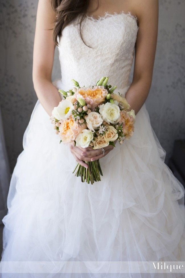 Enchanting Martina Liana Lace Size 8 Wedding Dress For Sale
