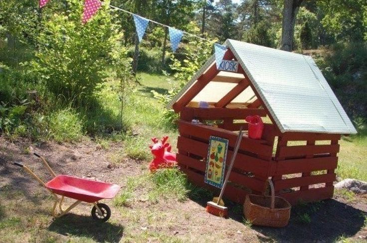 kids house from pallets