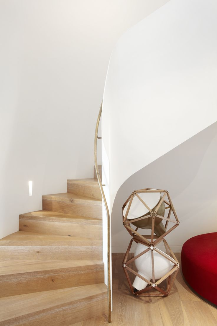 simple curved staircase. PohioAdams Architects - Double Bay House