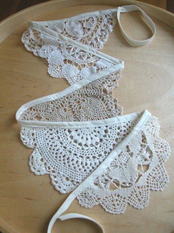 Interieurideeën   romantische slinger, gemaakt van oma,s gehaakte kleedjes Door ElskeS