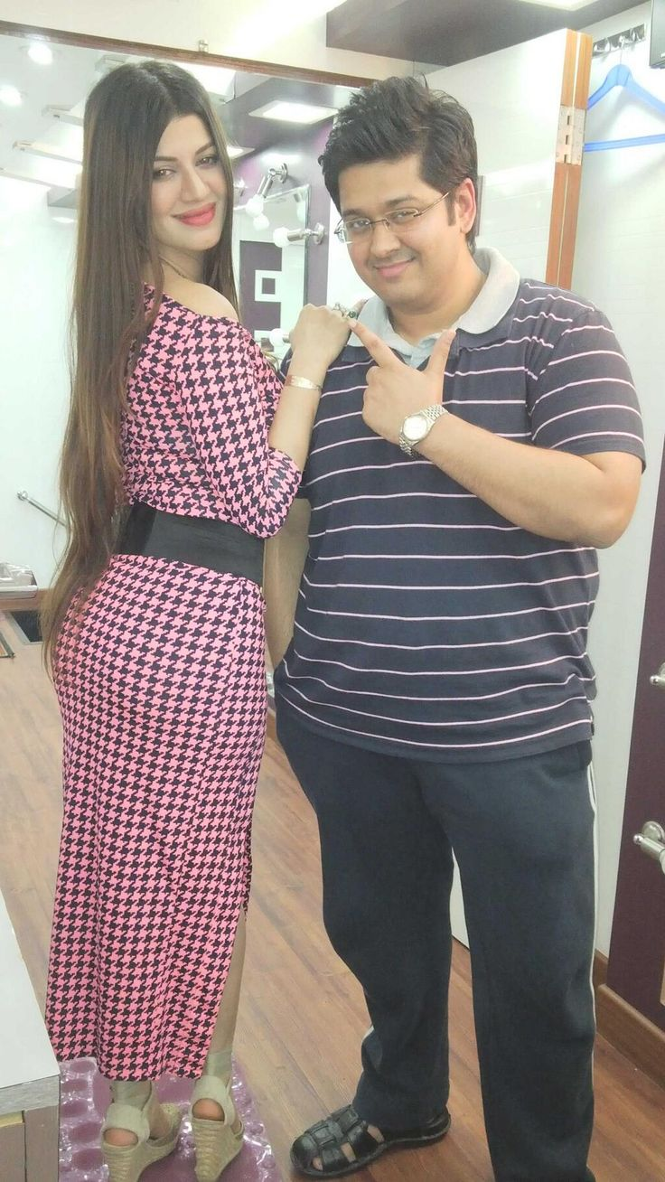Kainaat Arora showing her sexy back side curves with writer Milap Zaveri promoting Grand Masti. #Bollywood #Fashion #Style