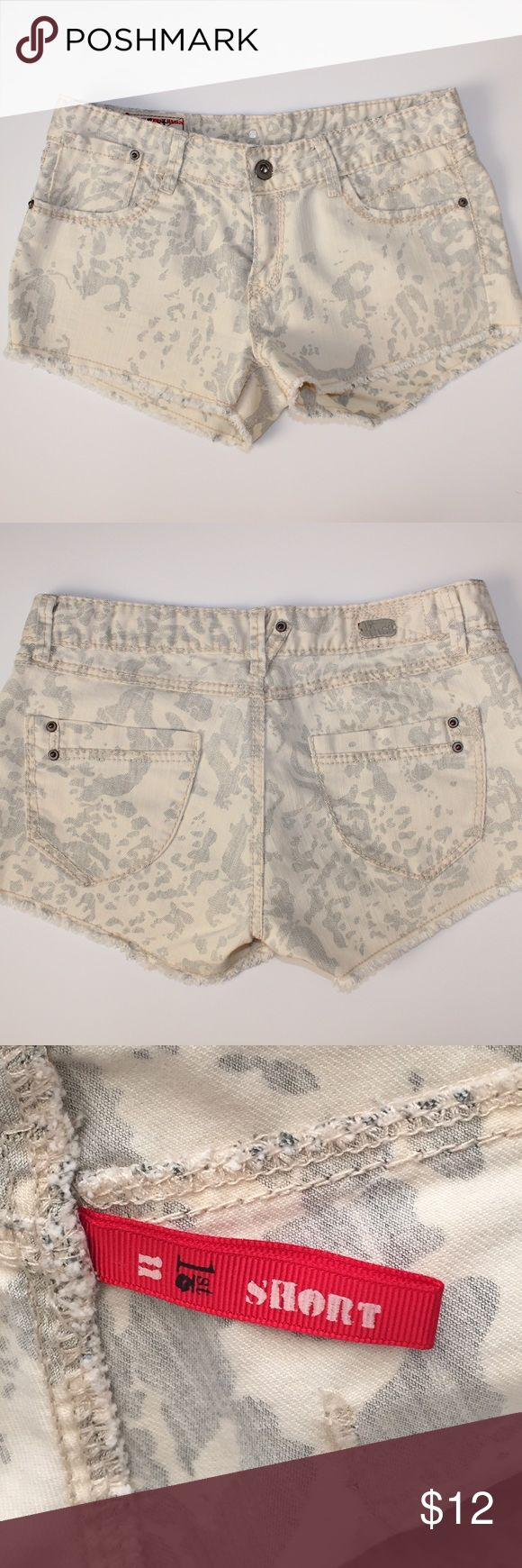 1st Kiss Cheetah Shorts SZ 11 Jrs In good pre-owned condition. Cream and gray cheetah print shorts. Size 11 Juniors. No trades, offers welcome! 1st Kiss Shorts Jean Shorts