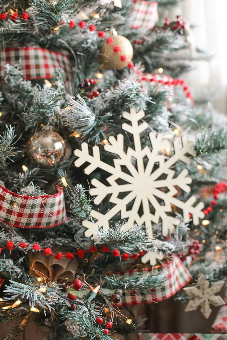 41++ Farmhouse christmas tree garland inspirations