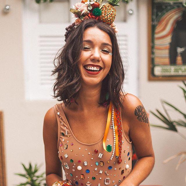 Cola lá na @eloacessorios que de hoje até o fim de fevereiro vai ser surra de tiaras e brincos lyndros pra você carnavalizar  . . Direção de arte: euzinha Styling: euzinha mesma Foto: malavilhosa @thaismonteiro_fotografia . . . . . . #modicesinspira #styling #style #styletips #modacarioca #thesummerhunter #summer17 #veraonorio #carnaval2017 #carnival #carnavalderua #carnavalcarioca #dujour #fashionstyle #lookdodia #modacarioca #carnavaldorio #fashiontips #blogcariocando #modicesinspira