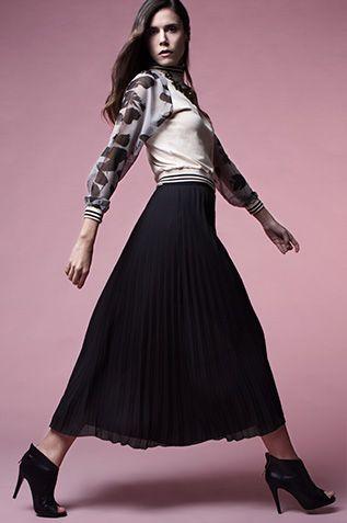 GASAS Y PLISADOS. Falda de tablas y chaqueta de Lolitas&L y botines peep-toe de @exeshoes.