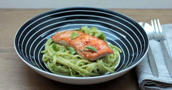 Bucatini mit Avocado-Basilikum-Soße und Lachs  pasta; feierabendküche; lachs; fisch; avocado