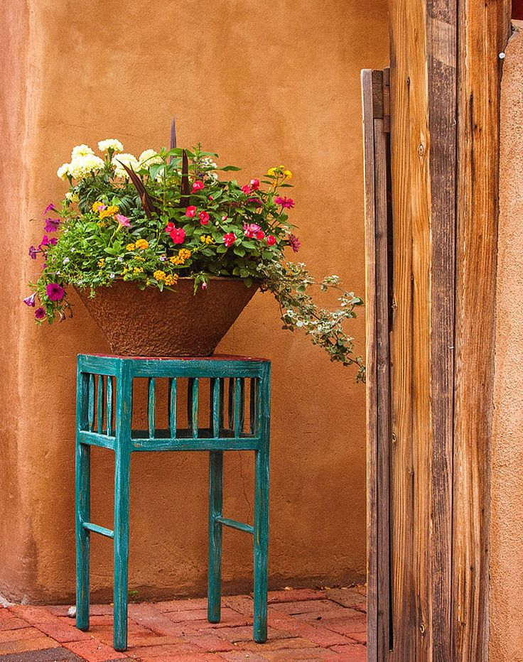 These photos of Santa Fe, New Mexico showcase some of the charming details and beautiful settings in this unique southwestern city.