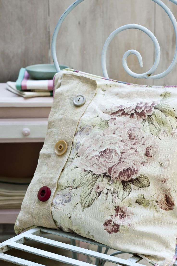 Faded Roses with some natural linen and vintage buttons. Linens and buttons! Love it!