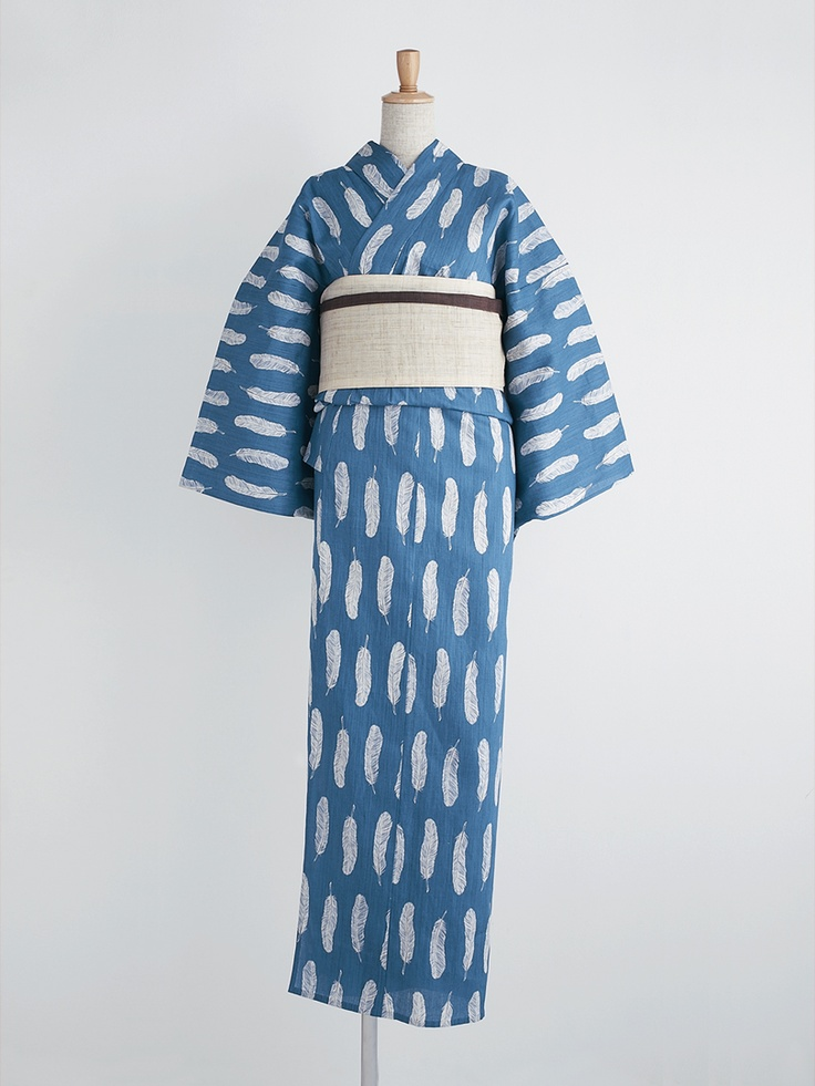 Yukata (informal cotton robe) with overall feather motif.