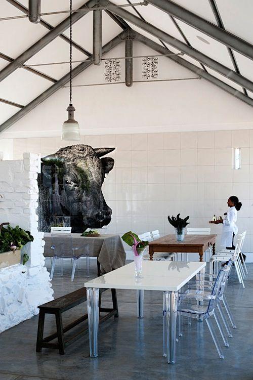 Babylonstoren, net buite Franschhoek, is die oudste Nederlandse plaas in Suid-Afrika. Die restaurant gebruik net organiese/biologiese groente van hulle eie plaas.