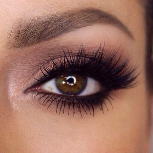 This kind of makeup is somewhat like Nina Dobrev / Elena Gilbert's makeup from TVD