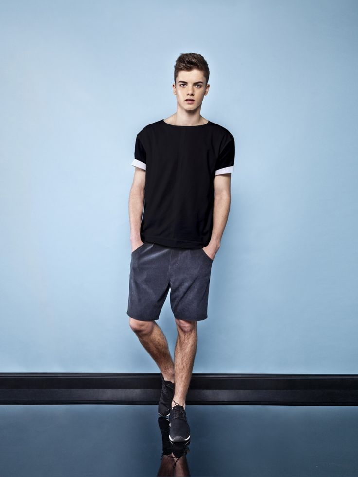 BLACK ROLL-UP SLEEVES T-SHIRT Classic t-shirt for men