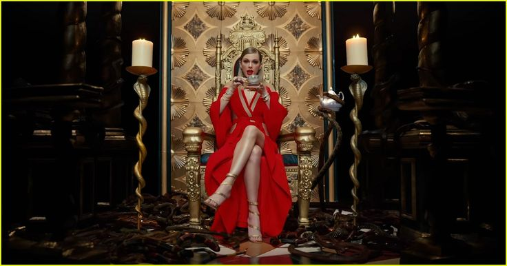 Taylor Swift's LWYMMD' Video - 20 Hidden Meanings & Moments You Missed! | taylor swift look what you made me do video stills 4/6: so much shading, it's pretty damned dark in here lol!