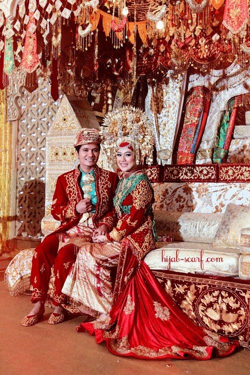 Red in Glamour, traditional muslim wedding