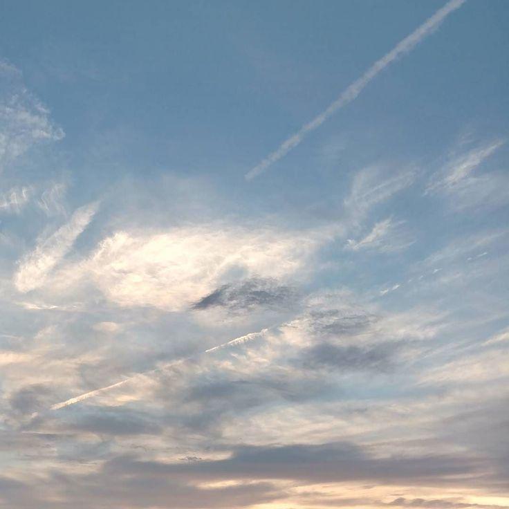涼風  風が心地良い夕暮れ  #風#空#飛行機雲#夕暮れ#ゆうやけこやけ  #涼風