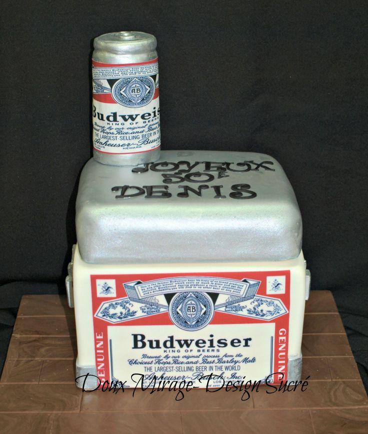 Gâteau Budweiser 40 portions avec impression comestible , canette de bière fait en rice krispies et guimauve recouvert de fondant et impression comestible. Budweiser beer cake