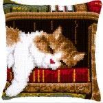 Cat Sleeping on Bookshelf - Kruissteekkussen - Vervaco