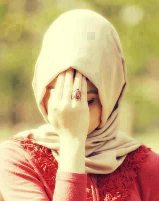 A women's beauty is NOT in her features, the shade of her skin, or her possessions. True beauty is in her HEART, in her EMAAN, in her TAQWA, and her LOVE for her DEEN! Jumma Mubarik ♥