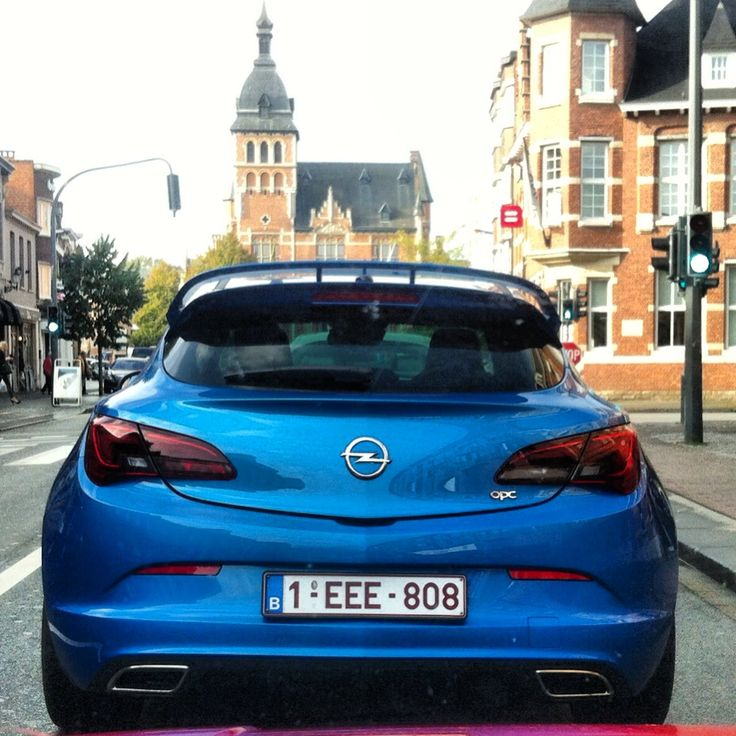 Not your ordinary hatch. #Opel Astra OPC.
